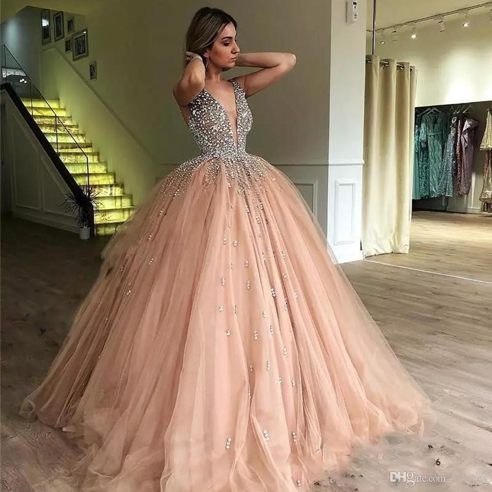 luxus-kristalle ballkleid quinceanera kleider v-ausschnitt pailletten sweet  16 kleid tüllrock lange teen mädchen festzug kleid 2021 von undefined,