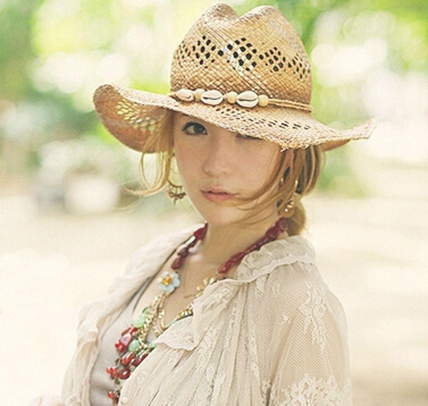 fb5d9e5134447 Men Cowboys Raffia Straw Hats Frayed Fringe Natural Wide Brim Sea Shell  Deco Women Beach Summer Sun Caps Big Cowgirls Straw Cap Wholesale Wool Hat  Black ...