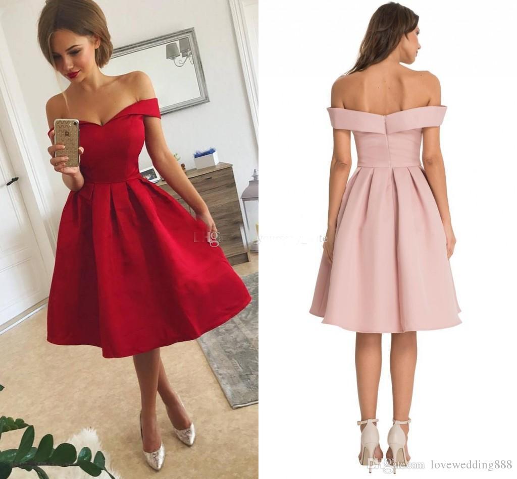 b7a8d0735 Compre Barato Simple Rojo Corto Vestidos De Baile De Satén Volantes Fuera  Del Hombro Hasta La Rodilla Vestido De Fiesta Regreso A Casa Vestidos De  Noche Por ...