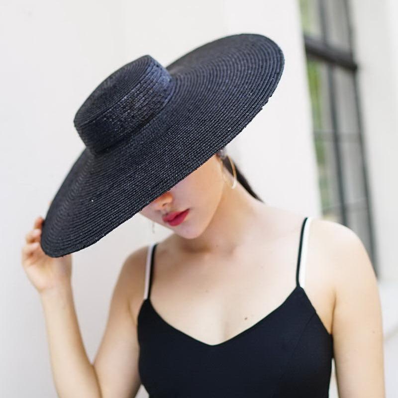 8ac741defc8a5 Compre Chapéu De Aba Larga Chapéus De Sol Para As Mulheres 2018 Nova Moda  Chapéu De Palha Praia Preta Para Senhoras De Velejador De Qualidade  Superior ...