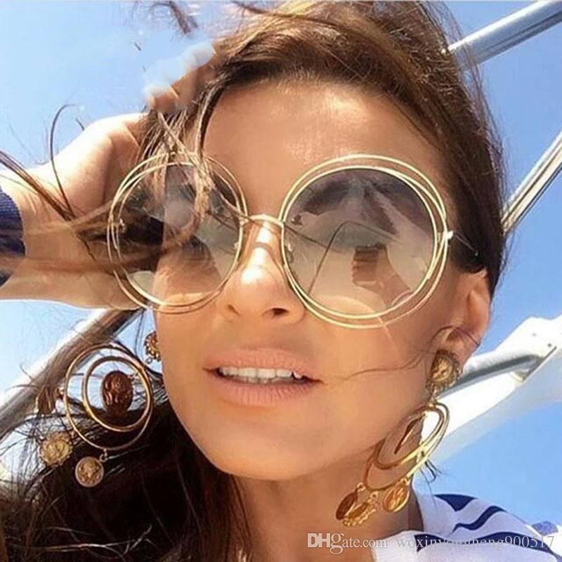 Compre New Oversized Rodada Óculos De Sol Para As Mulheres Moda Feminina Tamanho  Grande Big Retro Espelho Óculos De Sol Senhora Feminino Designer De Marca  ... 4f5104f647