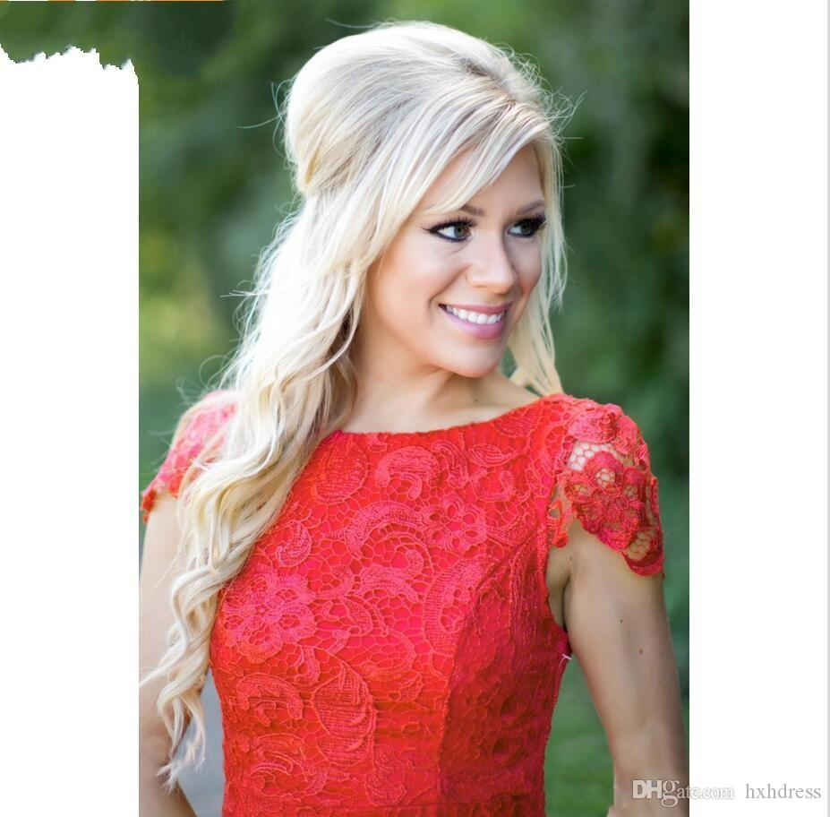 2018 Nuovi abiti da damigella d'onore in pizzo rosso pieno economici Abiti da abbigliamento in stile country corto Western Country Mini abiti da cocktail di ritorno a casa senza schienale