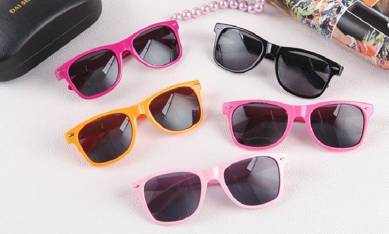 2018 vente chaude lunettes de soleil en plastique gros classiques lunettes de soleil carrées retro vintage pour les femmes hommes adultes enfants mélangent les couleurs