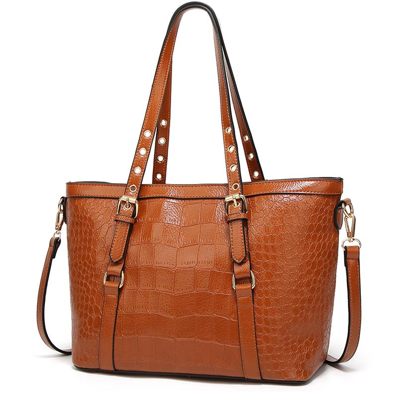 LEFTSIDE Crocodile Pattern Handbags For Women 2018 Women S Leather Handbags  Luxury Brand Lady Shoulder Bag Winter Simple Bags Black Handbag Purses  Wholesale ... 856f643110da3