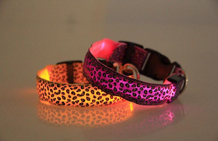 Collana luce LED Dog Collar sicurezza di disegno del leopardo di nylon notte il cane del gatto incandescente nel buio infiammante dell'animale domestico Decor fluorescente luminosa