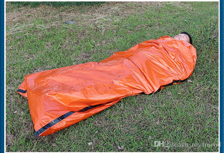 Outdoor emergency sleeping bag, radiation insulation, insulation and life saving sleeping bag PE orange AT9040