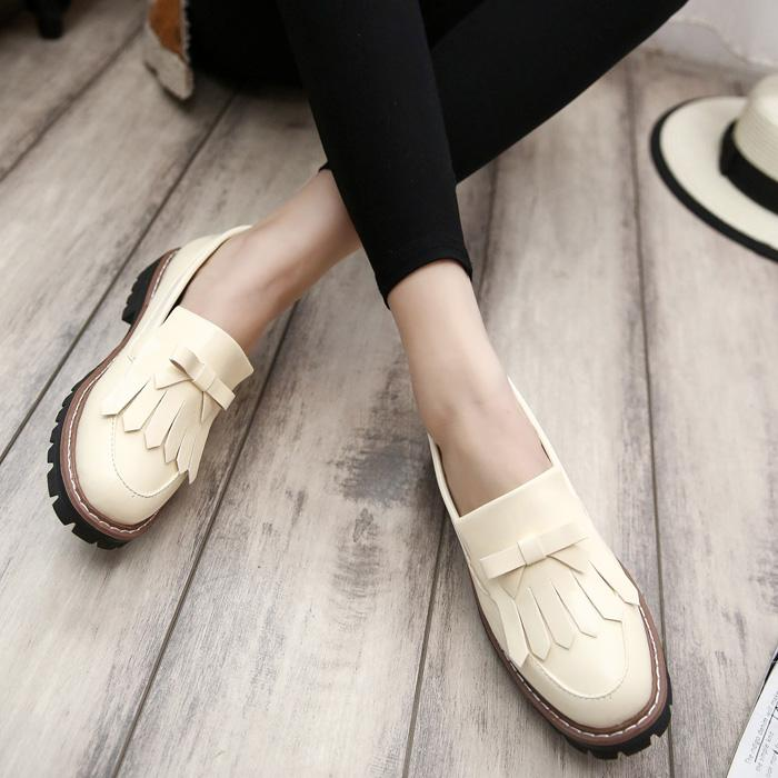 a0ee9b47f Wholesale 2017 New British Retro Tassel Oxford Shoes For Women Slip On  Bowtie Flats Women Shoes Casual Black Beige Ladies Leather Loafers Shoes Uk  Mens ...