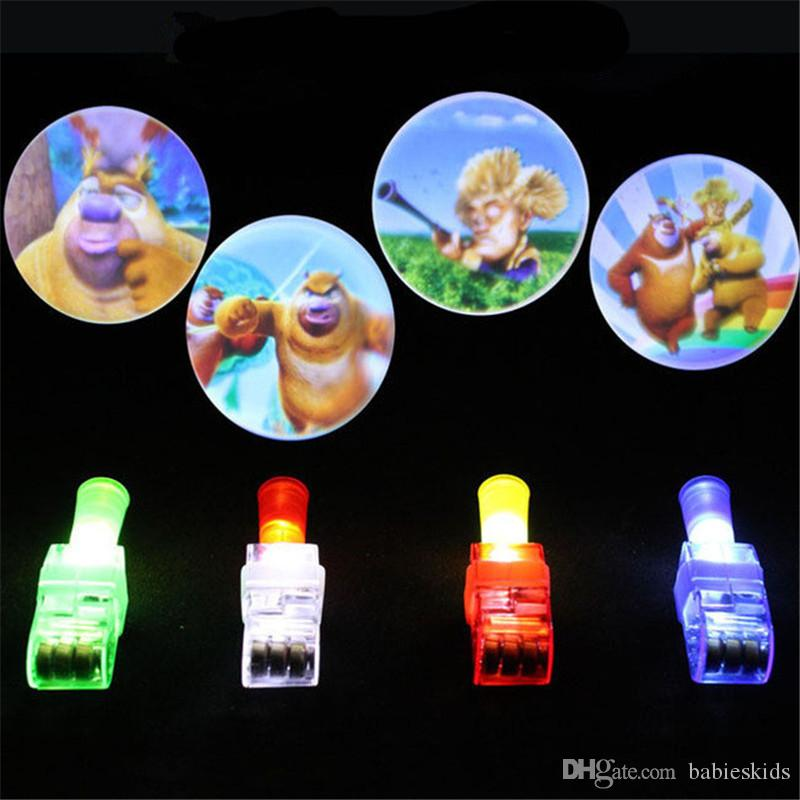 Newly Creativo 1 Pz Proiezione Finger Cartoon Finger Lamp luminoso Dazzle Color Hand Ring LED Giocattoli elettronici Regali