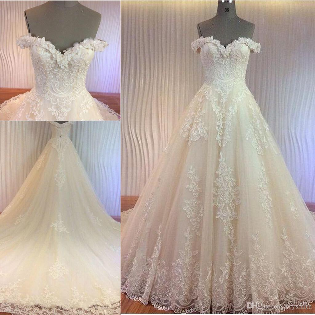 2018 New Sleeveless Lace Applique Bride Dresses Vintage Tulle Stunning Train Bridal Gowns Off-shoulder Beaded 3D Flower Wedding Dress