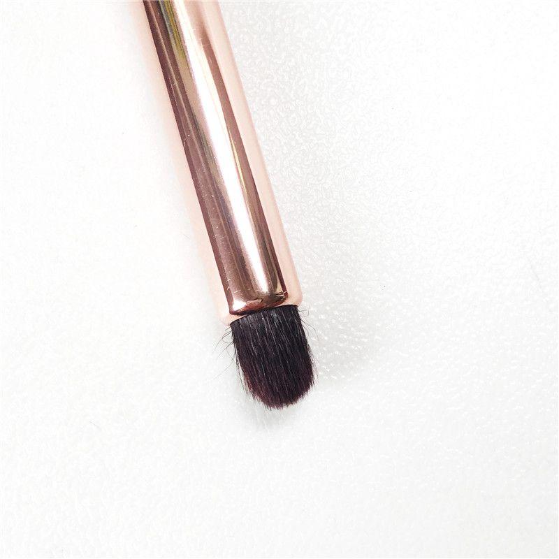 샬롯 티셔츠 Smudger Brush - 소프트 내츄럴 헤어 아이 섀도우 스무디 아이 블렌딩 컨투어 브러쉬 - Beauty Makeup Blender Tool