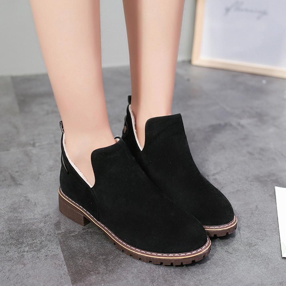 Compre Vintage Mujeres Zapatos De Punta Redonda Bota Femininab Botines  Planos Cerrojo De Gamuza Color Sólido Martin Botas Botas Mujer Zapatos Mujer  2018 ... 98f676801008