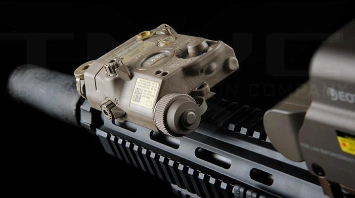 Tactical LA5C / PEQ-15 UHP RED Dot Jagd Taschenlampe LED Airsoft PEQ15 Taschenlampe IR Laserlicht PEQ 15 LED Paintball Lampe Für GBB / AEG Wargame