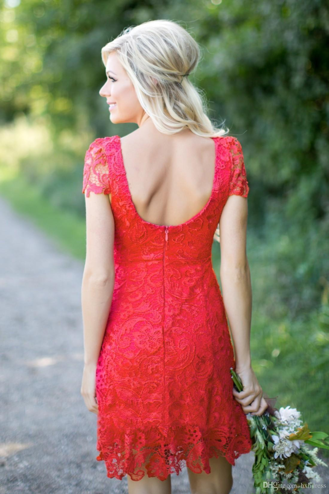 2018 New Red Full Lace Short Brautjungfernkleider Günstige Western Country Style Rundhalsausschnitt Cap Sleeves Mini Backless Heimkehr Cocktailkleider