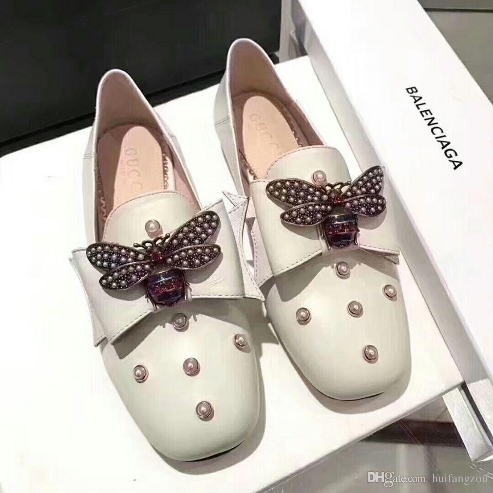 40482abe7 Sapato Social Feminino Marca De Luxo Mulheres Sapatos Famosa Designer De  Couro Genuíno Real De Couro Do Casamento Nupcial Plano Sapato Beading  Abelhas ...