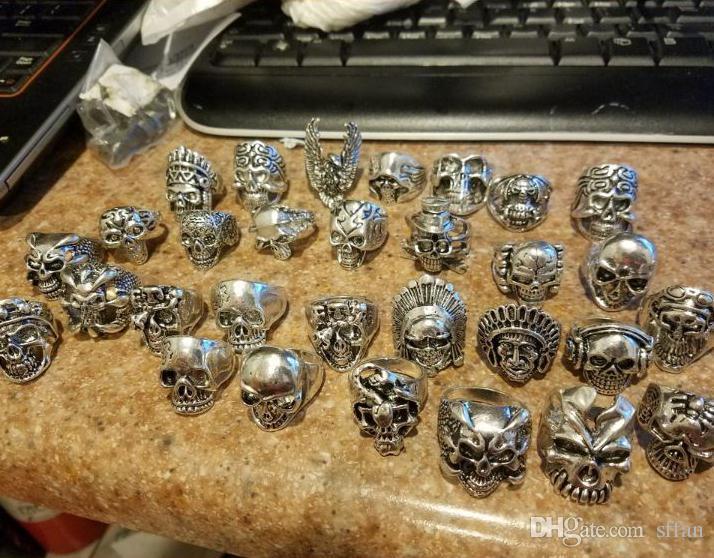 Atacado 30 pçs / lote vintage dos homens dos esportes crânio gótico metal anéis de jóias de rock estilos mistos 18-22mm cor: prata