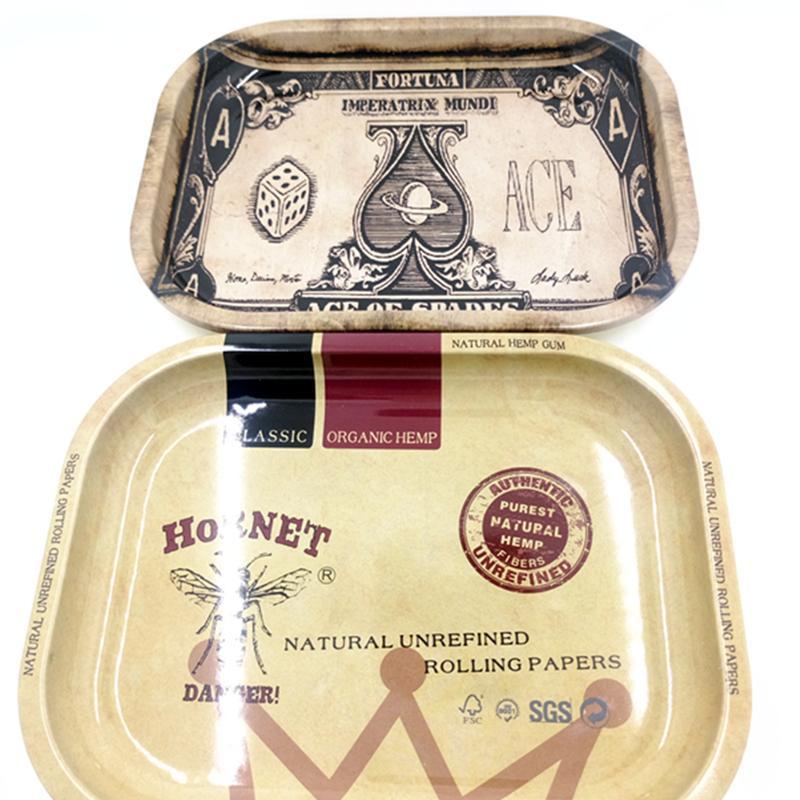 Bandeja de tabaco 5 Estilos 18 * 14 * 1.5 cm Bandeja para liar de tabaco de metal Herramientas manuales de la máquina Caja de almacenamiento de cigarrillos Accesorios para fumar