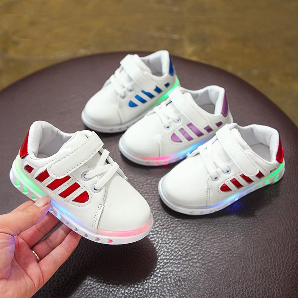 3db583c5d0491 Acheter Enfants Chaussures Lumineuses Garçons Filles En Cuir Sport  Chaussures De Course Enfants Led Light Luminous Sport Mode Sneakers Toddler  De  33.71 Du ...