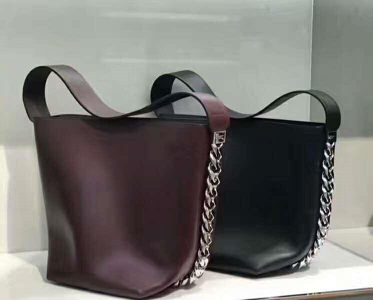 2017 Luxury High End Fashion Genuine Leather Big Chain Bucket Bag Singer  Shoulder Cow Leather Famous Star Bag Genuine Leather Bag Online with   125.75 Piece ... 682a0a66620fe