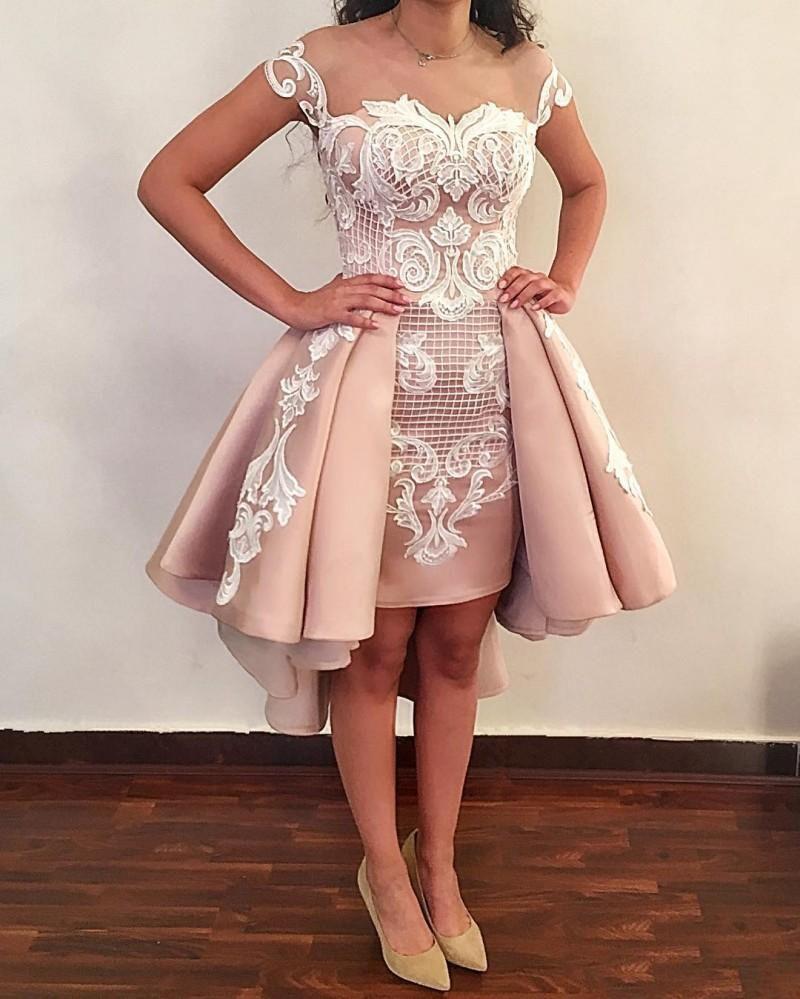 Árabe Sheer Cap Mangas Satinado Alto Bajo Vestidos de baile Tulle Encaje Apliques Vestido de noche formal con pliegues para mujeres con botones