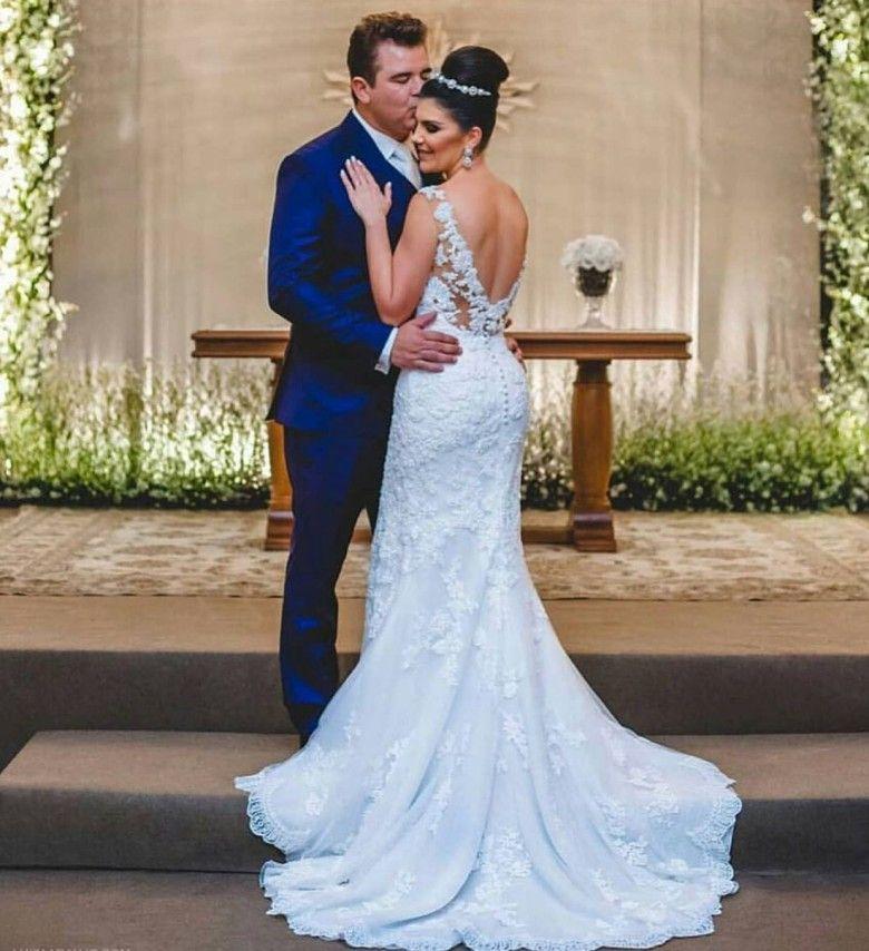 Vestidos de novia sin mangas de encaje con cuello en V 2018 Vestidos de novia de tren de barrido Vestidos de boda a medida atractivos