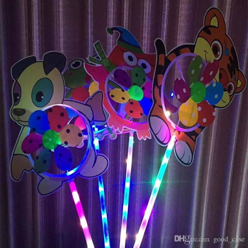 KIDS LED الكرتون طاحونة اللعب الملونة أضواء الليل المروحة زهرة بطة الكلب حيوان أليف الأطفال طفل لعبة بنين بنات مروحة عجلة حزب الديكور