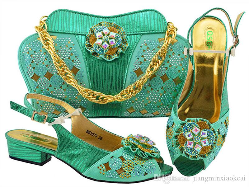 962cf4497490b Acquista Set Di Scarpe E Borsa Da Donna In Pelle Color Verde Acqua Set Di  Scarpe Da Donna In Colore E Set Coordinato Da Donna Di Scarpe E Borse  Nigeriane ...