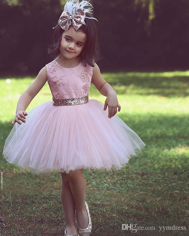 Short Flower Girl Dresses for Country Wedding Party Cute Toddler Pink Sequined Bow Tutu Crew Neck Lace Baby Child Birthday Formal Dresses