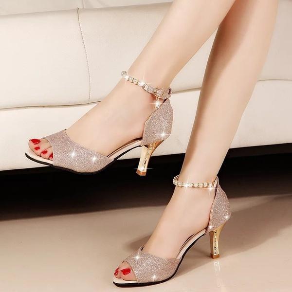 Compre 2018 Nueva Moda Mujeres Sexy Zapatos De Boda De Diamantes De  Imitación De Plata Plataforma Bombas Negro Bottom Tacones Altos Zapatos De  Cristal De ... 4ae13af76211