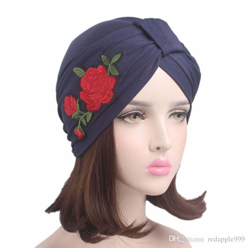 Compre 2017 Nuevas Mujeres Sombrero De Turbante De Algodón Estirable Con  Flores De Color Rosa Bordado Diadema Wim Chemo Bandana Hijab Plisado Indio  Cap A ... 691bc102d49