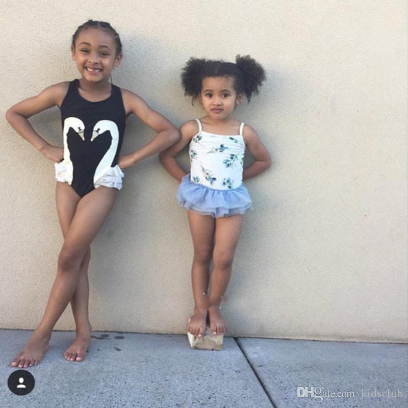 Modelos de Explosão 2018 Primavera e Verão Novo Super Fofo Cisne Negro Flamingo Papagaio Menina Do Bebê Swimsuit De Uma peça