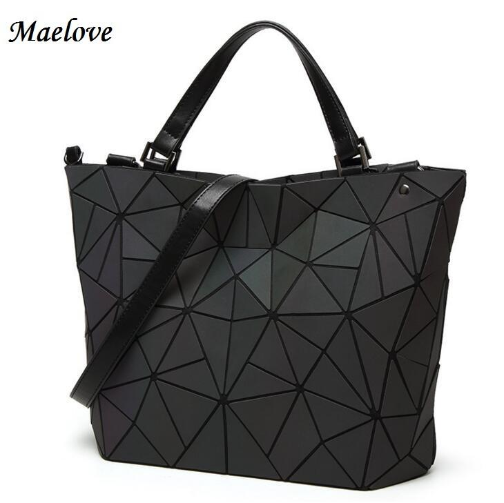 82b049878dc3 Drop Shipping Luminous Bag Women S Geometry Lattic Totes Bag High Quilted  Chain Shoulder Bags Laser Plain Folding Handbags Luxury Bags Handbags  Wholesale ...