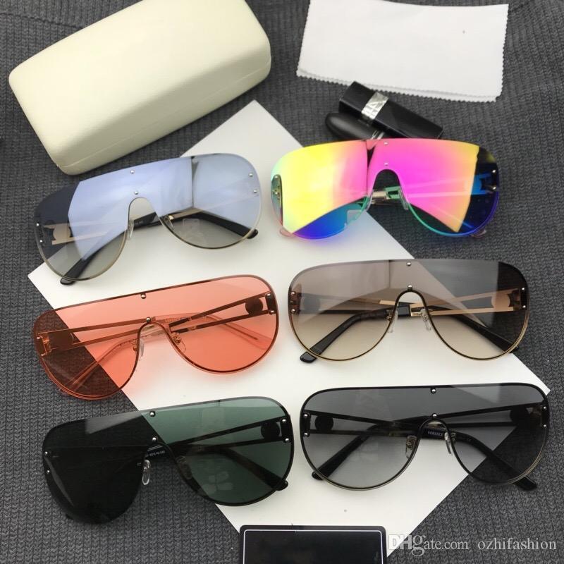 cbe516553c8bd Compre Versace Itália Óculos De Sol Das Mulheres Dos Homens Unissex Marca  Designer De Liga De Grandes Dimensões Óculos De Armação De Metal Clássico  Óculos ...