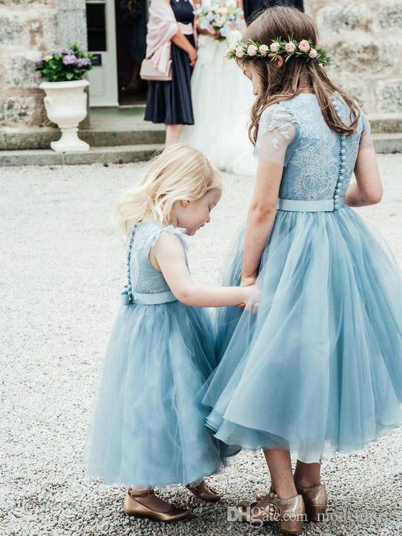 Dusty Blue Flower Girls Vestidos para Bodas Tulle Lace A Line Tea Length Fajas Botones Back Girls First Communion Dresses for Dinner Child