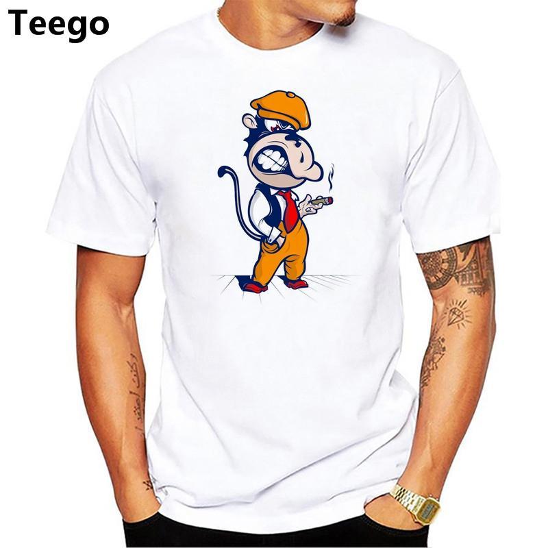 acc91b0c66585 Compre Macaco Bonito Em Um Boné Legal Menino Engraçado Design T Shirt Nova  Chegada Do Verão Dos Homens De Manga Curta Casual Tee De Algodão De Smtcc