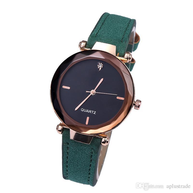 5835a90428b Compre 2018 Retro Estudantes Relógios De Pulso Unisex Casual Mulheres Relógios  Moda Lazer Homens Mulheres Nobuck Relógio De Quartzo De Couro Presente De  ...