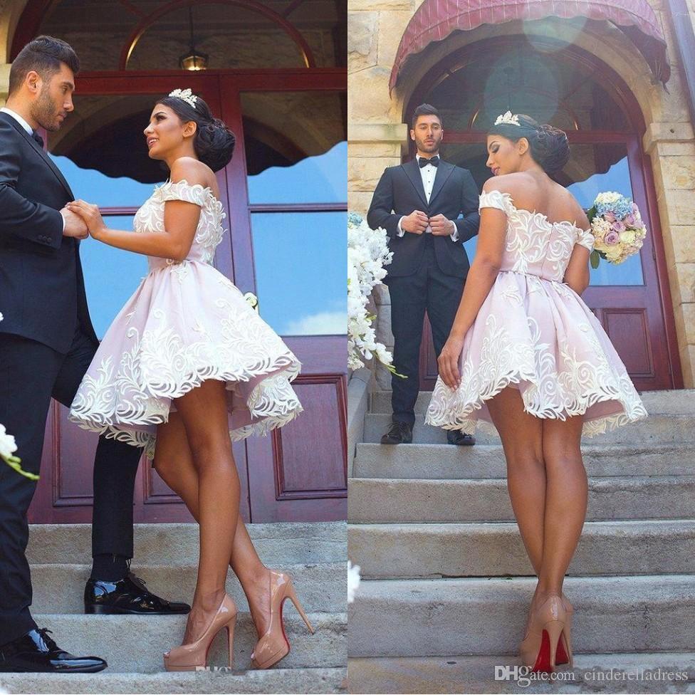 11ffa089c0d4 Acquista 2018 Abiti Corti Bianchi Ritorno A Casa In Pizzo Appliqued Rosa  Chiaro Al Largo Della Spalla Mini Vestito Da Cocktail Abiti Da Ballo Prom  BA6997 A ...