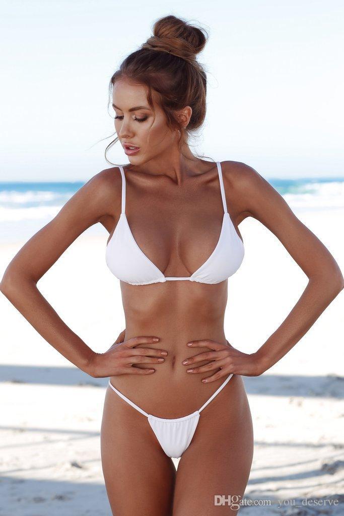 598395c33 Compre Biquíni 2019 Swimsuit Feminino Swimwear Mulheres Bandagem Sexy  Branco Tanga Brasileira Bikinis Set Com Almofada Beach Wear Maiôs Biquíni  De ...