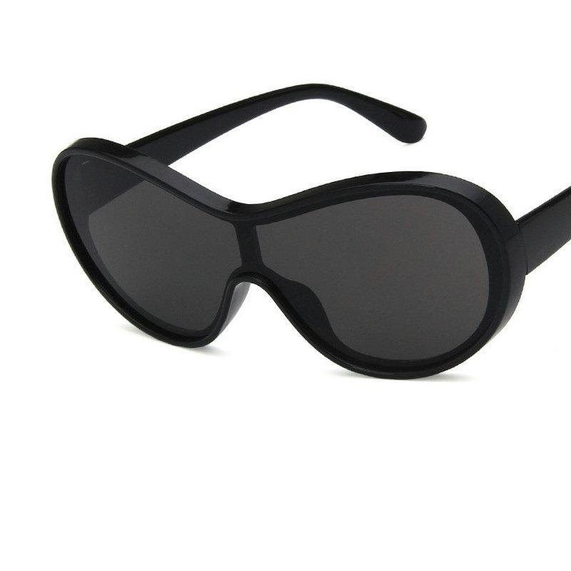Compre Designer De Viseira Oversized Escudo Óculos De Sol Das Mulheres Dos  Homens Da Marca Capô Óculos De Proteção Big Flat Top Máscara Óculos De Sol  Shades ... 1ee635d15d0