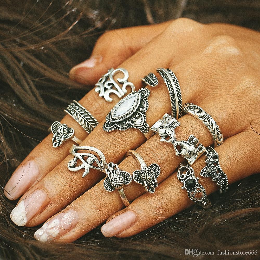 Anelli a caldo HOT 11 Pz / Set Anelli con motivo a foglie di elefante retrò europeo ed americano 11 pezzi Anello con diamante a forma di cavità femmina