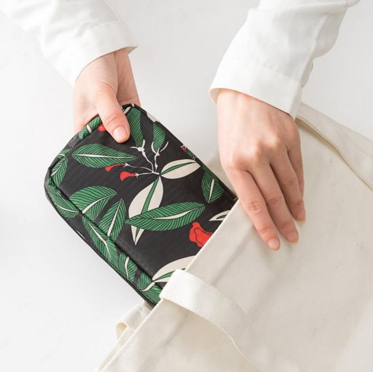 2017 mode Portable impression fleur petit sac cosmétique imperméable polyestermakeup case Grande capacité sac de toilette de voyage
