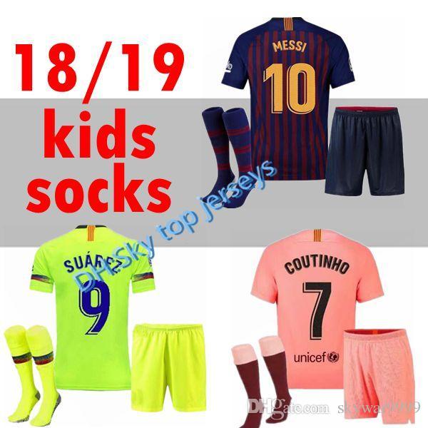 Barcelona 2018 MESSI SUAREZ Camiseta Infantil De Fútbol 2019 Camisas Azul  Dembele Messi INIESTA Camiseta De Fútbol Local 18 19 Niños Kit Por  Skywar9999 d3fdd41d7c7