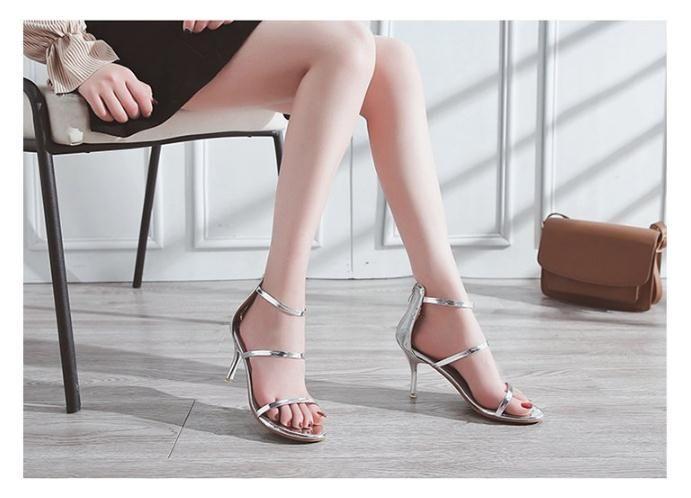 2018 Sommer neues Europa und die Vereinigten Staaten High Heels hinterer Reißverschluss mit Temperament Damensandalen, offen geschnittene Sandalen mit Pailletten und spitzem PU