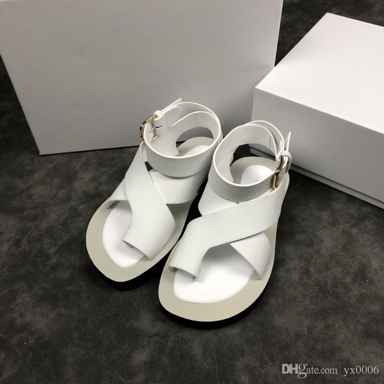 b7fccf97b 2018 Fashion Women S Sandals Slippers For Women Hot Luxury Designer Flower  Printed Beach Flip Flops Slipper BEST QUALITY Gc18080101 Leather Sandals  Wedding ...