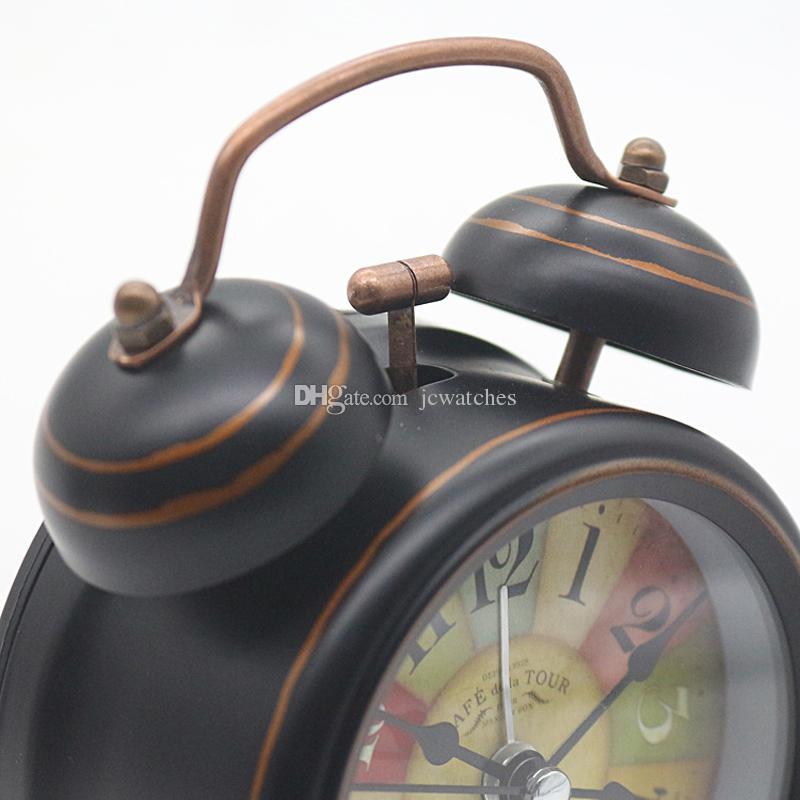 Vintage Alarm Clock Reloj de sobremesa al por mayor con luz de fondo Mesa de escritorio de Bell doble Reloj digital Decoración para el hogar