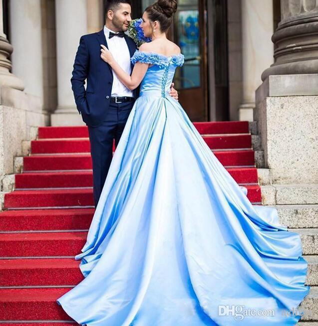 Günstige Sky Blue Abendkleider 2020 reizvoll weg von der Schulter-Spitze-Up Lange Abendkleider 3D Blumenapplikationen Sweep Zug Celebrity Dress Formal Wear