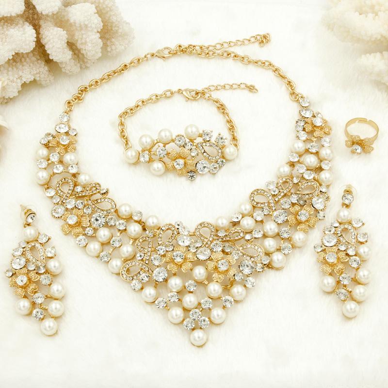 c0dffcc97274 Compre Liffly Dubai Moda Mujeres Encantadoras Conjuntos De Joyas De Lujo  Cristal Blanco Collar De Perlas Pulsera Accesorios De Joyas De Boda A   32.61 Del ...
