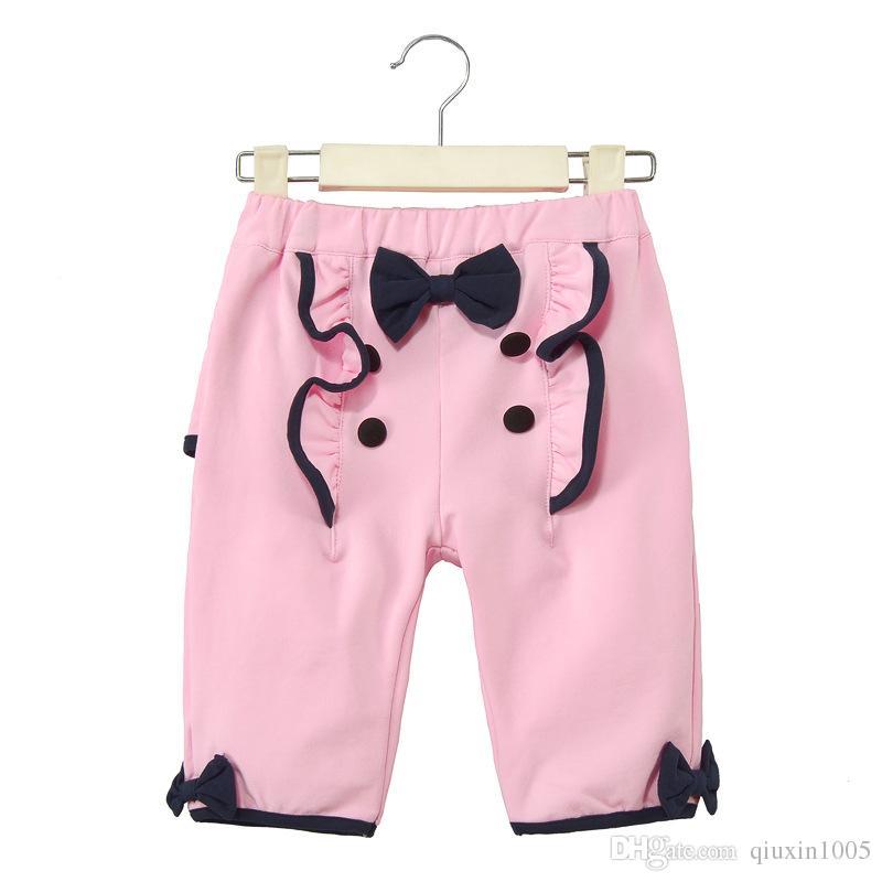 Las ventas directas del fabricante son cortos para niñas edición coreana de algodón, pantalones casuales, bordados de aves, pantalones cortos de moda, marca de verano.