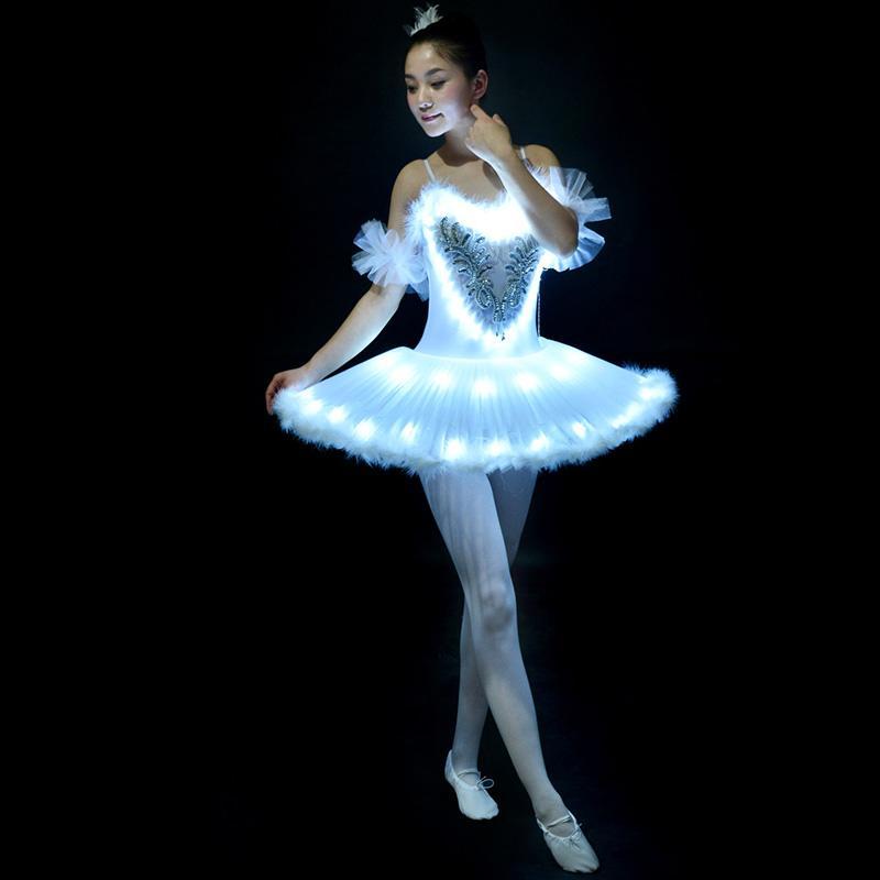 2ba3e6a84c Compre Balé Profissional Tutus LED Swan Lago Adulto Ballet Dança Roupas  Tutu Saia Mulheres Vestido De Festa De Bailarina Para De Sugarlive
