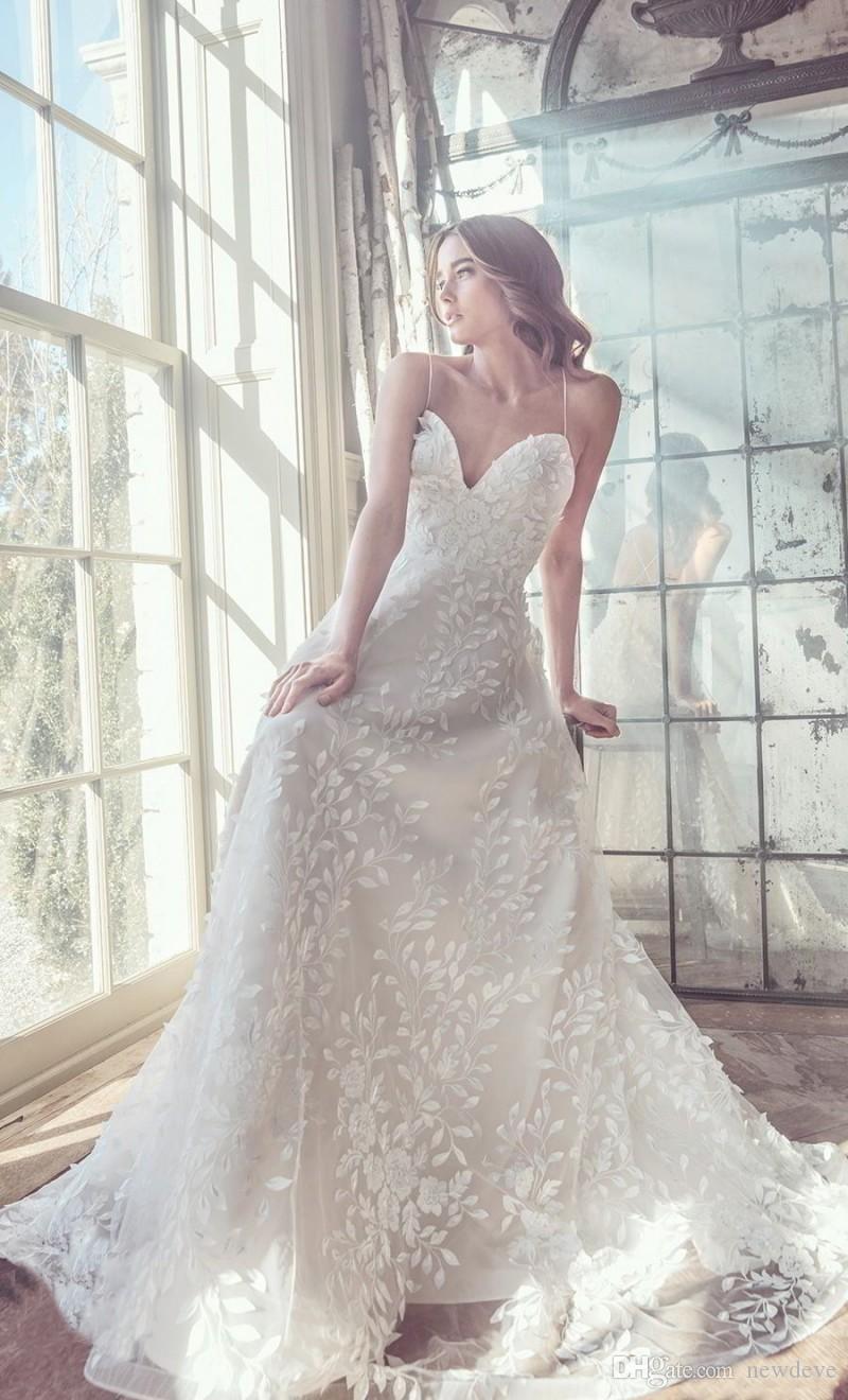 CRISS CROSS Sweetheart 2018 Pizzo Abiti da sposa 3D-Floral Appliques Abiti da sposa Una linea Backless senza maniche Abiti da sposa