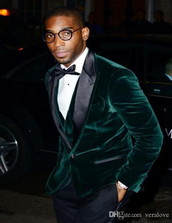 Moda Três Peças de Veludo Verde Do Noivo Smoking Pico Lapela Groomsmen Melhor Homem Casamentos Dos Homens Ternos de Baile de Formatura Jaqueta + Calça + colete